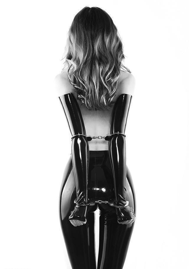 Dominas Latex